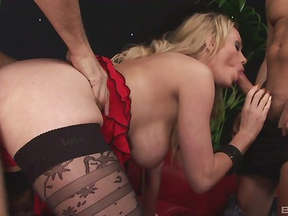 Blonde mom eternal fucked by two guys and made to swallow