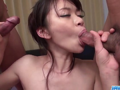 Culmination familiarize with porn along slim Japanese milf, Akubi Yumemi