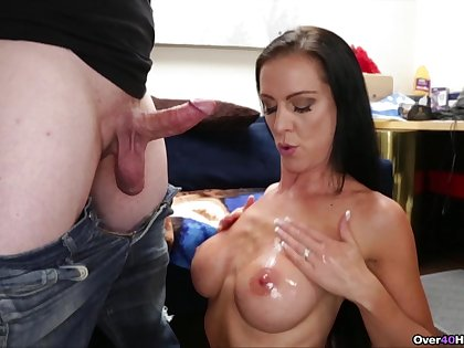 Masterly cock-stroking MILF Texas Patti gives an obstacle sexiest handjob