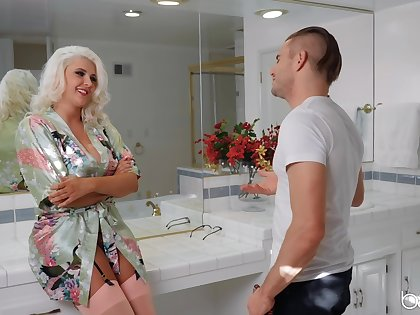 Sun-kissed MILF Kristina Shannon gets her kicks with a younger man