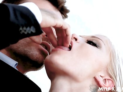 Lady's man James Dean finger fucks pussy of sexy blond babe Ash Hollywood